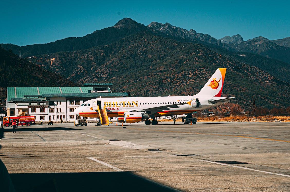 Aeropuerto internacional de Paro, Bután, Viaje