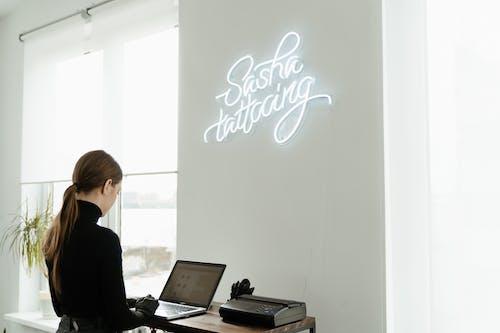 Foto profissional grátis de arte de néon, atraente, bonito, cativante