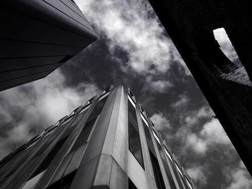 Fotos de stock gratuitas de acero, arquitectura, arquitectura moderna, blanco y negro