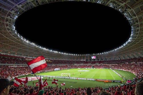 Groen En Wit Voetbalveld Bij Nacht