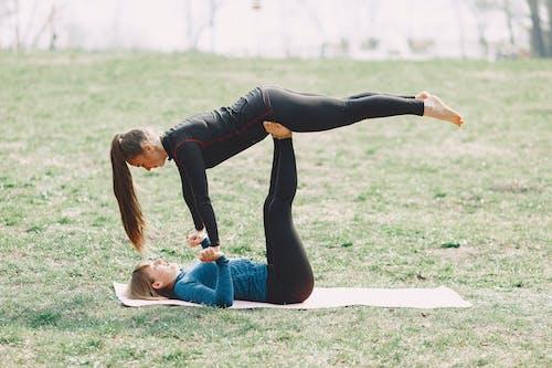 Ilmainen kuvapankkikuva tunnisteilla acro-jooga, activewear, aktiivisuus, asana