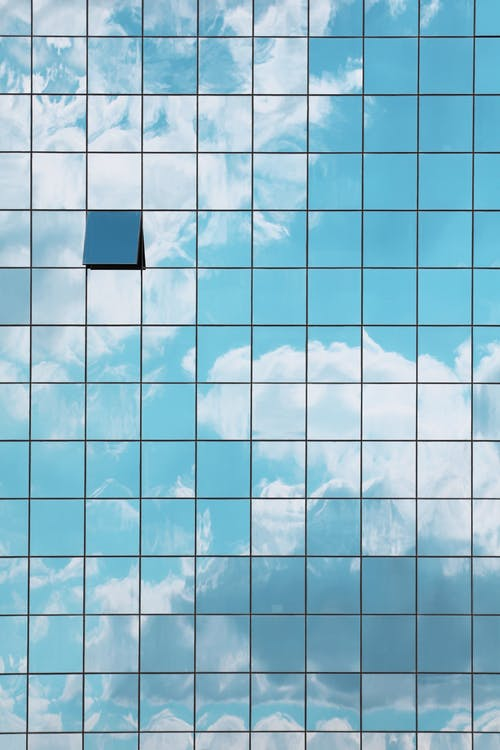 Gratis arkivbilde med bygning, fasade, glasspaneler, himmel