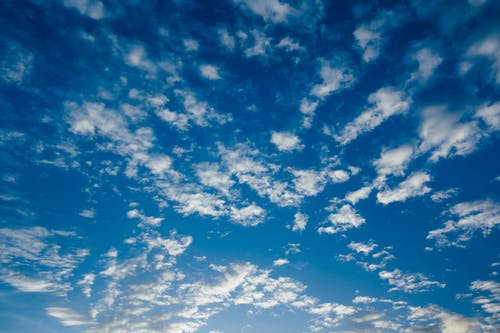 Kostenloses Stock Foto zu bewölkter himmel, blau, blauer himmel, hintergrund