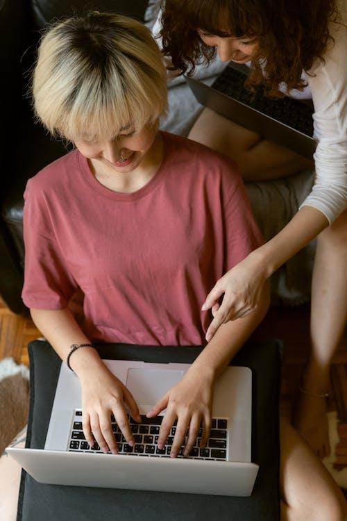 Základová fotografie zdarma na téma asijský, blond, brunetka