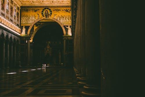 Darmowe zdjęcie z galerii z bóg, ciemny, filary, jezus