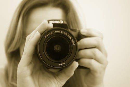 Ilmainen kuvapankkikuva tunnisteilla canon, henkilö, kamera, kuvaaja