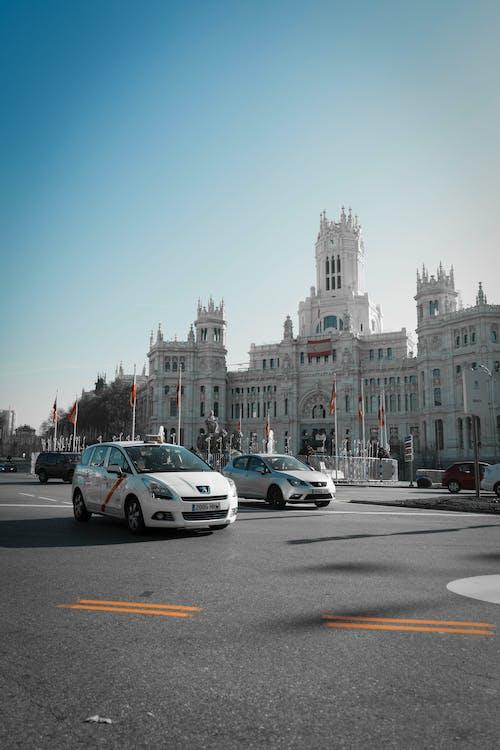 Imagine de stoc gratuită din arhitectură istorică, automobil, clădire, Madrid