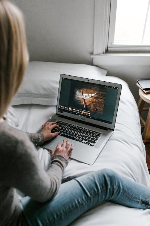 Ilmainen kuvapankkikuva tunnisteilla aikuinen, asunto, digitaalinen nomadi, elektroniikka