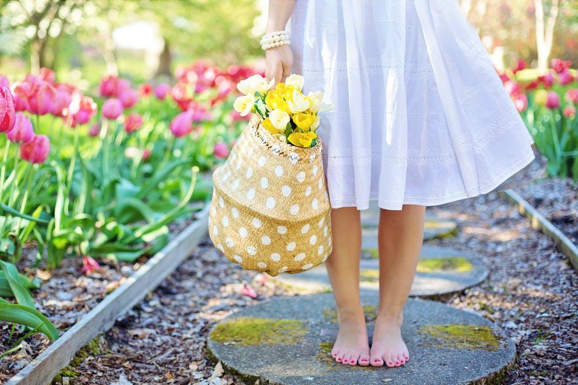босиком, букет, весна