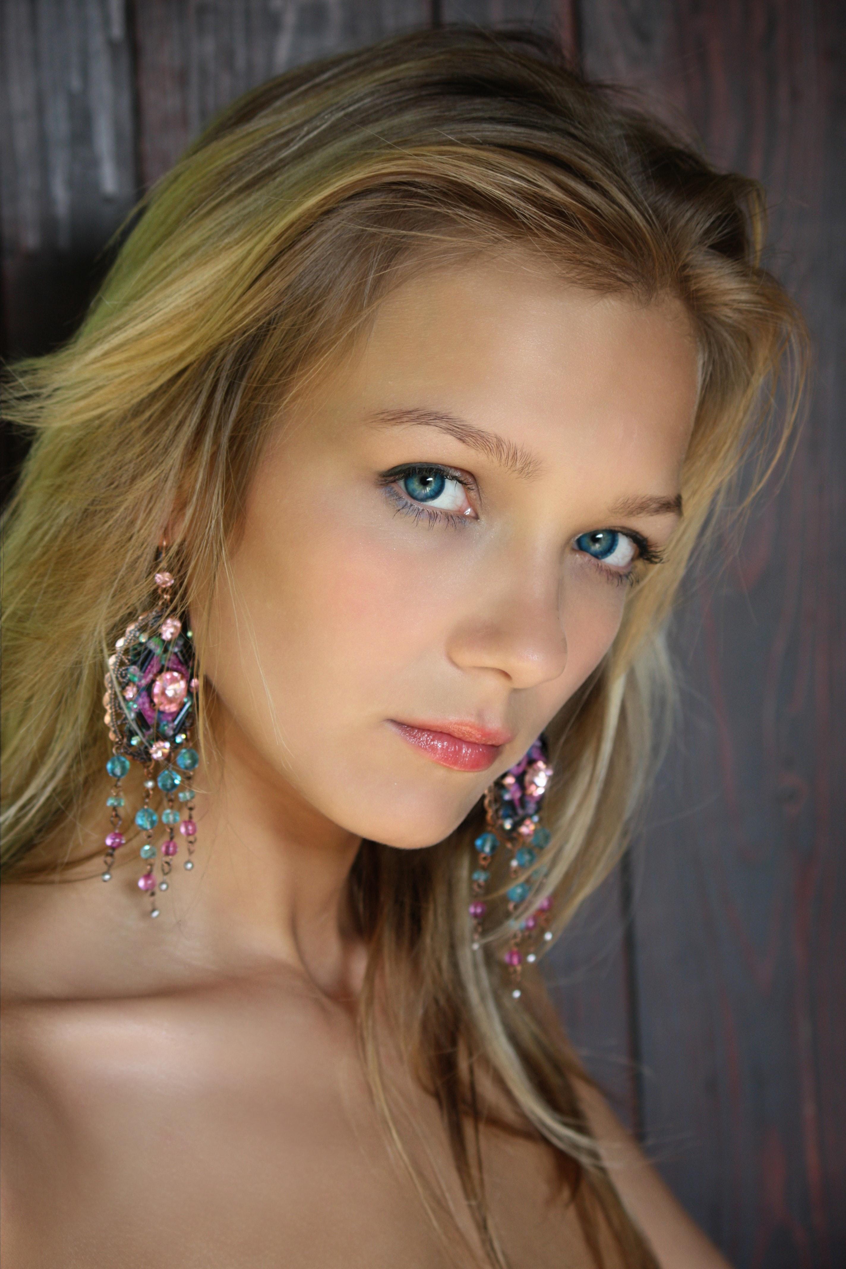 Bella Blond naked 195