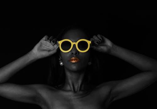 Gratis stockfoto met fotomodel, fotoshoot, handen, houding