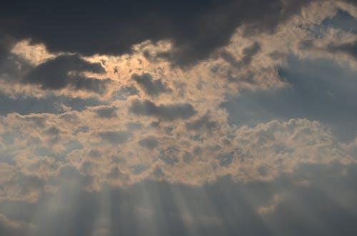 Безкоштовне стокове фото на тему «сонце, хмари, хмарне, хмарне небо»