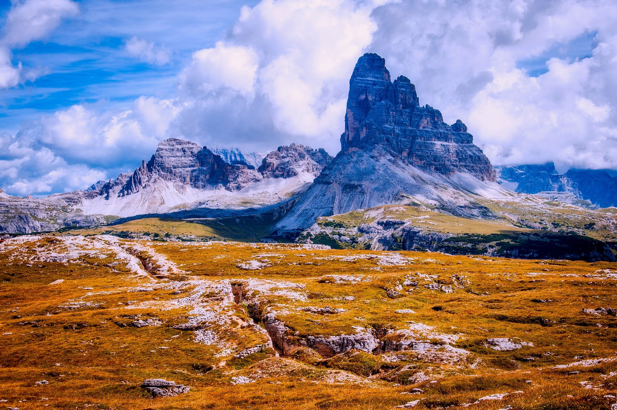 arazi, bulutlar, dağ, dağ doruğu içeren Ücretsiz stok fotoğraf