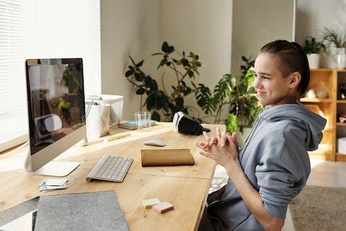 Kostenloses Stock Foto zu 2019-ncov, apfel-tastatur, ausbildung, bildschirm