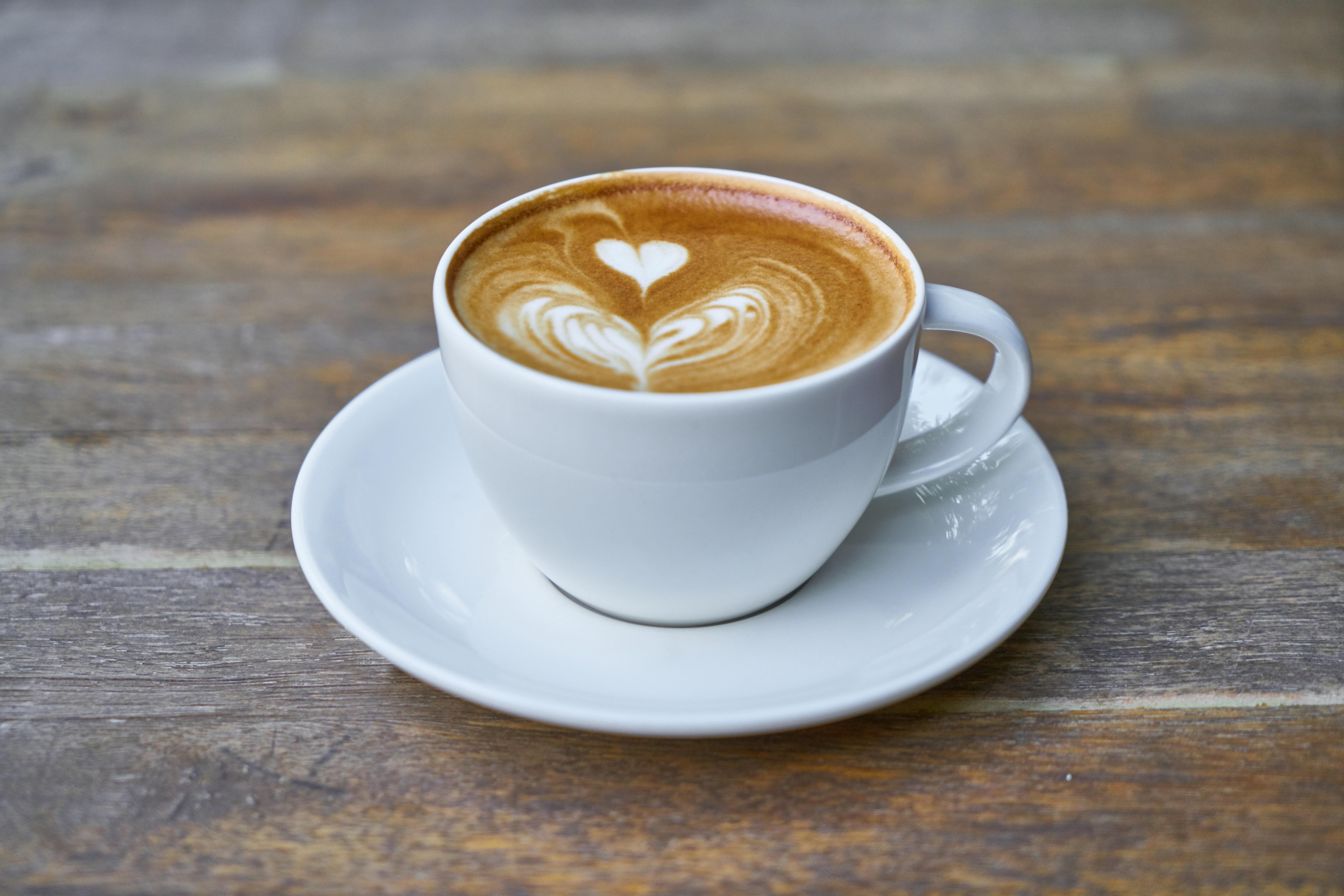 Cup of heart latte art free stock photo - Bilder cappuccino ...