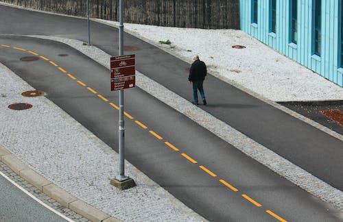 Δωρεάν στοκ φωτογραφιών με Άνθρωποι, αστικός, άσφαλτος, αυτοκίνητο