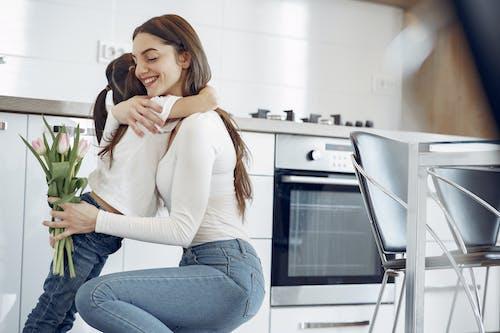 Immagine gratuita di abbracciando, abbraccio, affetto