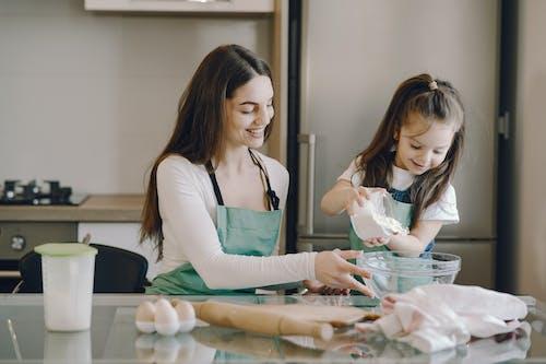 굽다, 단란함, 딸의 무료 스톡 사진