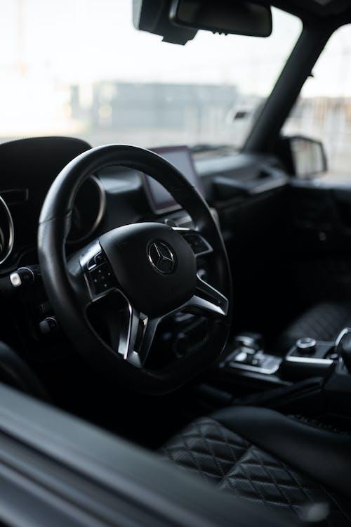 Darmowe zdjęcie z galerii z czarny samochód, drogi, kierownica