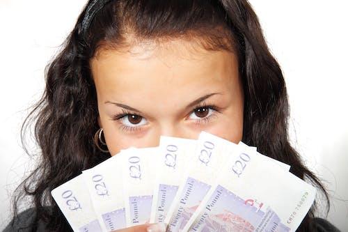 Gratis stockfoto met contant geld, financiën, fotomodel, geld