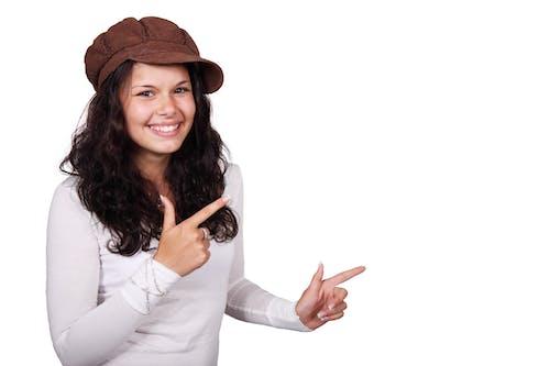 Darmowe zdjęcie z galerii z białe tło, dziewczyna, kapelusz, kobieta