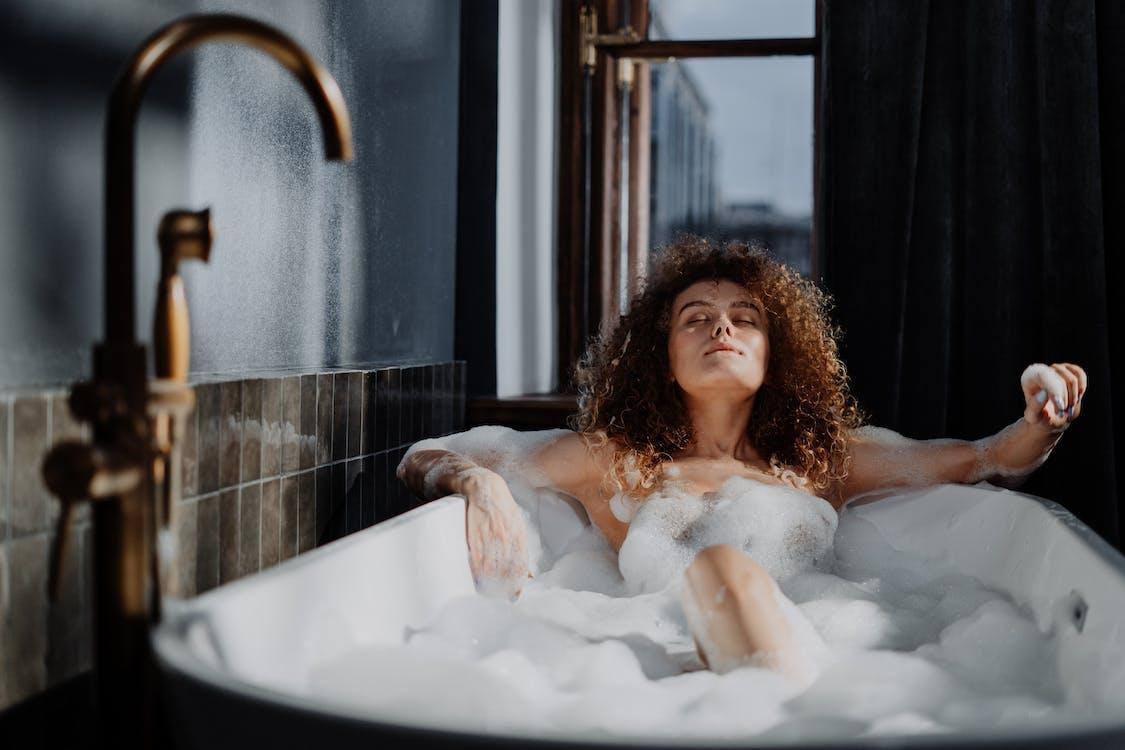 Kostenloses Stock Foto zu attraktiv, bad, baden