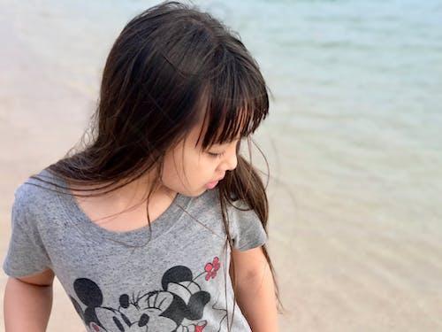 Δωρεάν στοκ φωτογραφιών με κορίτσι, νεαρή κοπέλα, νεαρό κορίτσι, παραλία