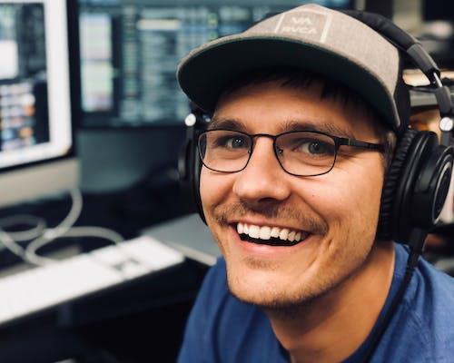Free stock photo of computer, happy, headphones