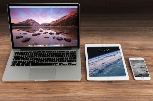 https://images.pexels.com/photos/4158/apple-iphone-smartphone-desk.jpg?h=350&auto=compress&cs=tinysrgb