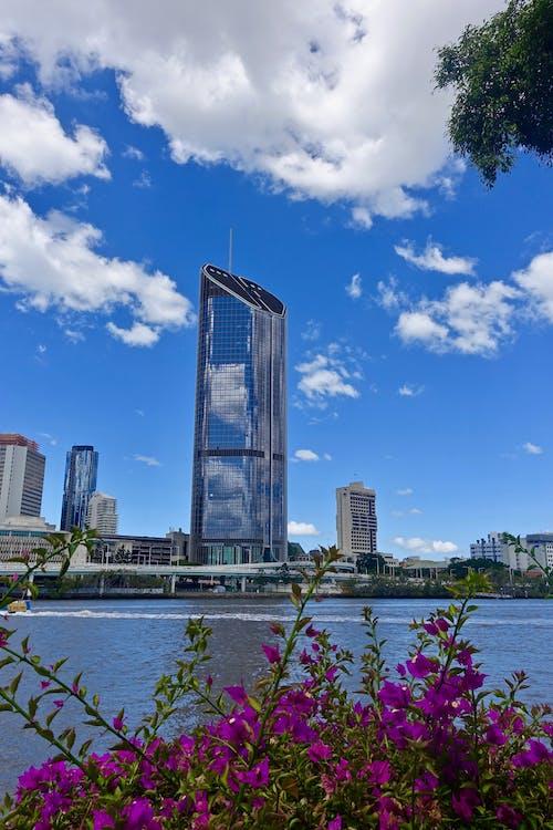 Безкоштовне стокове фото на тему «архітектура, будівлі, вода, горизонт»
