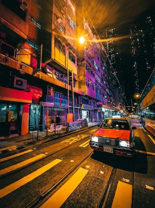 Kostnadsfri bild av arkitektur, asfalt, belysa, bil