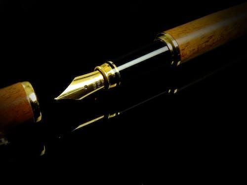 batırma kalemi, dolma kalem, kalem ucu, mürekkepli kalem içeren Ücretsiz stok fotoğraf