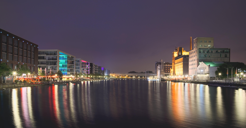 Immagine gratuita di acqua, architettura, cielo, città