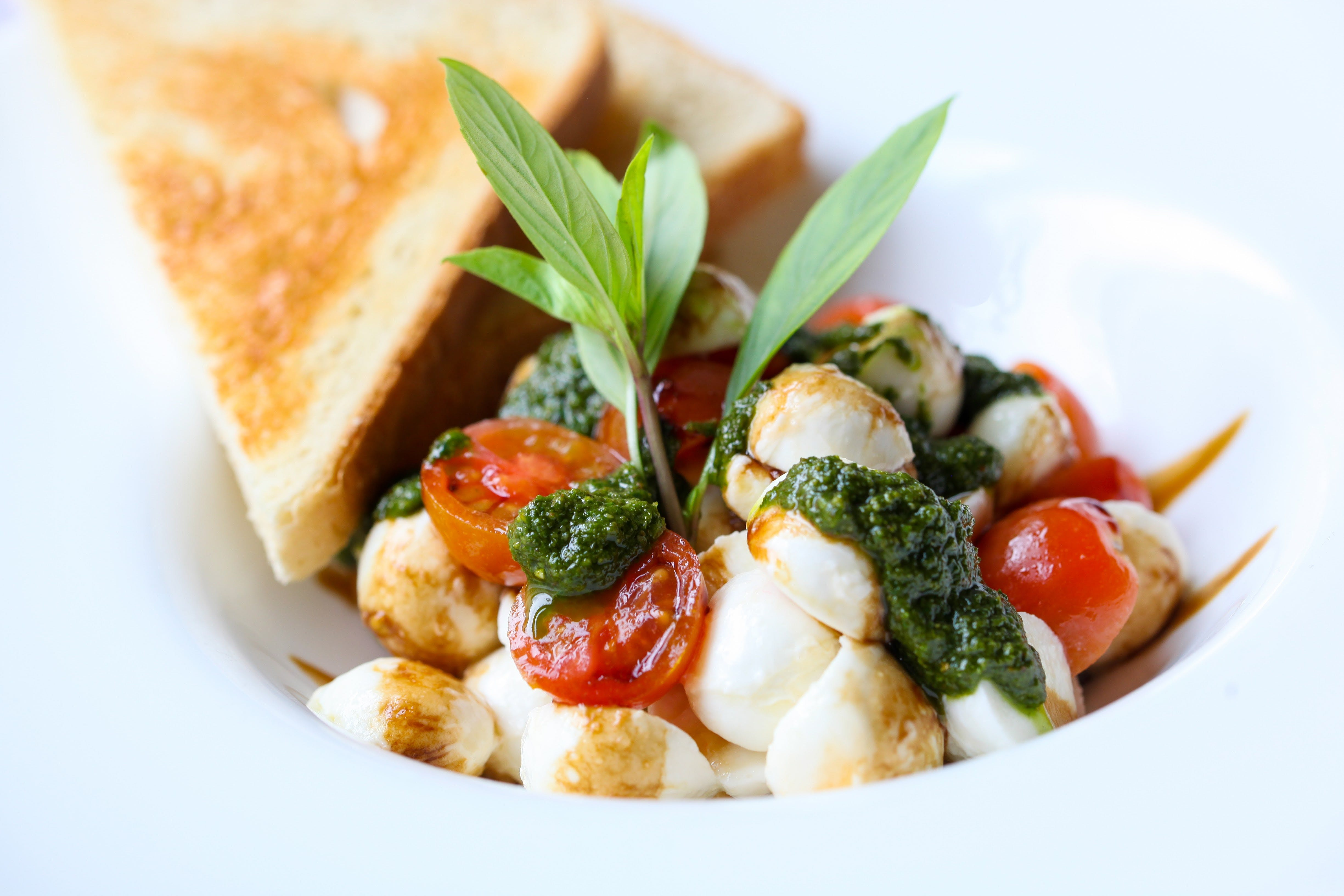 zu appetizer, basilikum, caprese, ernährung