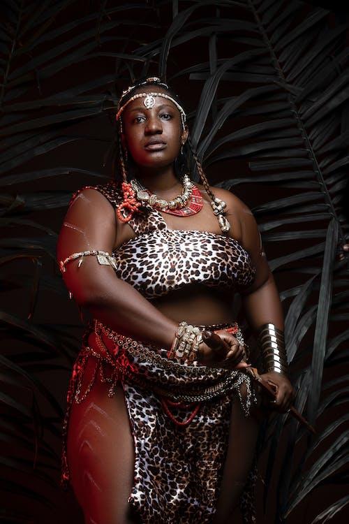 Gratis arkivbilde med afrikansk kvinne, armbånd, bod