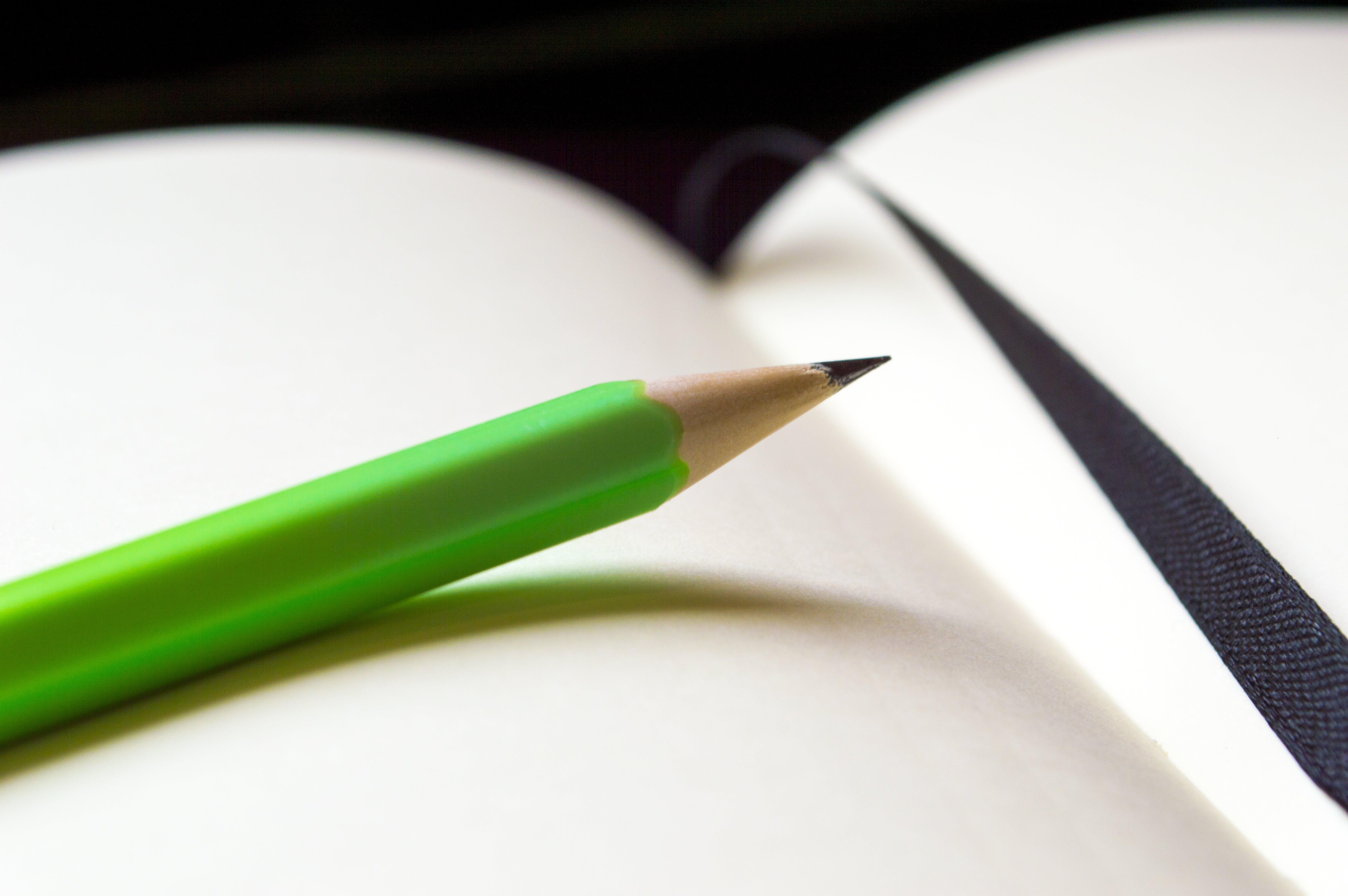 Kostenloses Stock Foto zu bleistift, grün, nahansicht, seite