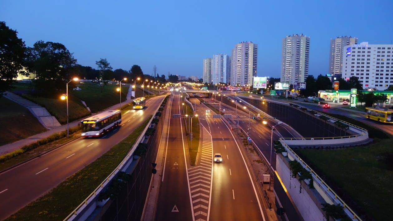 architectuur, auto's, autoweg