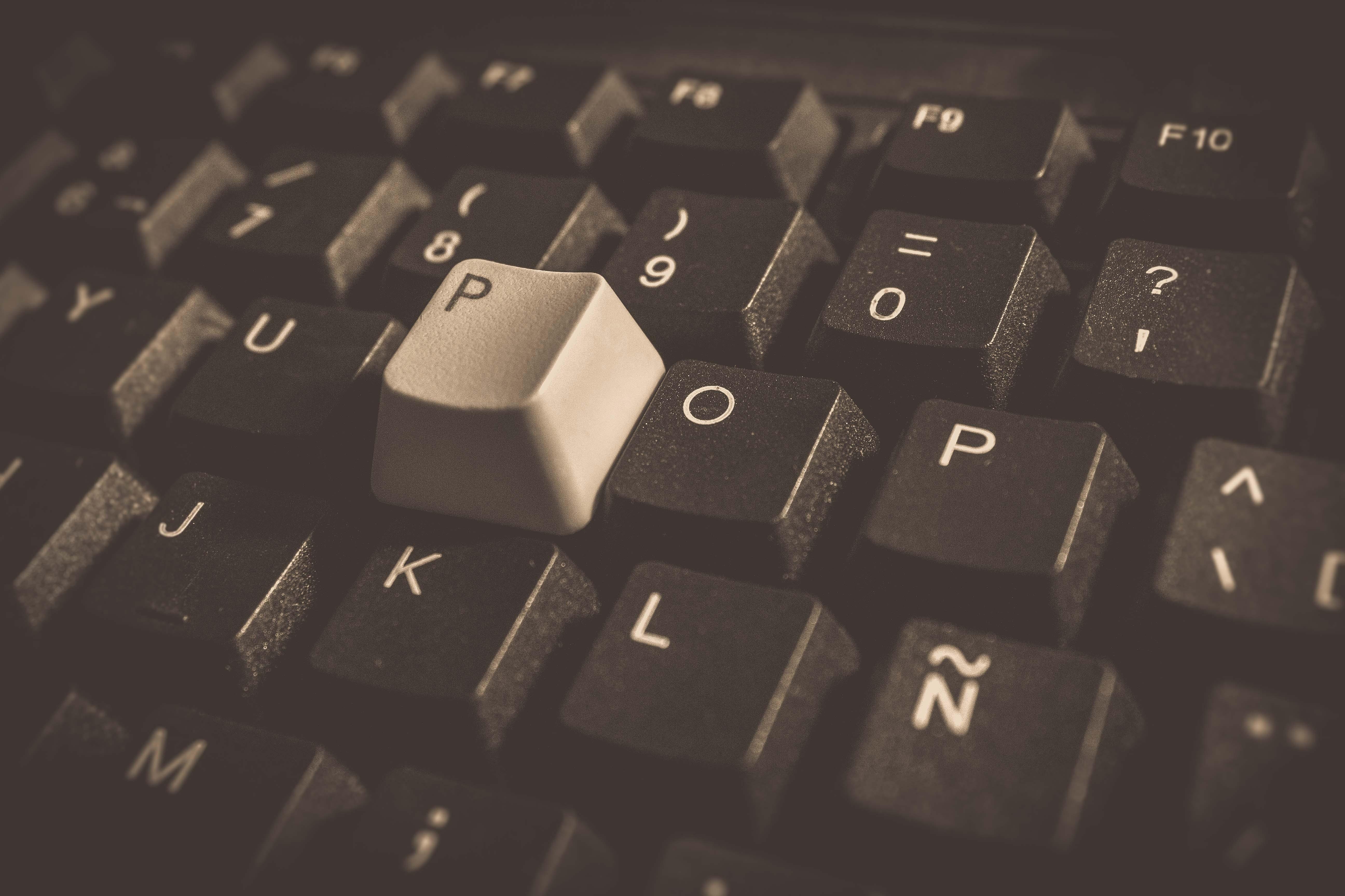 Безкоштовне стокове фото на тему «друкарська машинка, друкувати, клавіатура, ключі»