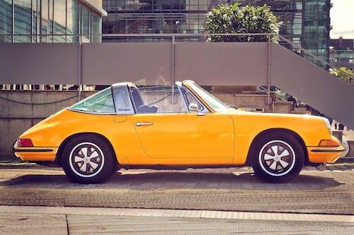 Fotos de stock gratuitas de amarillo, aparcado, asfalto, auto