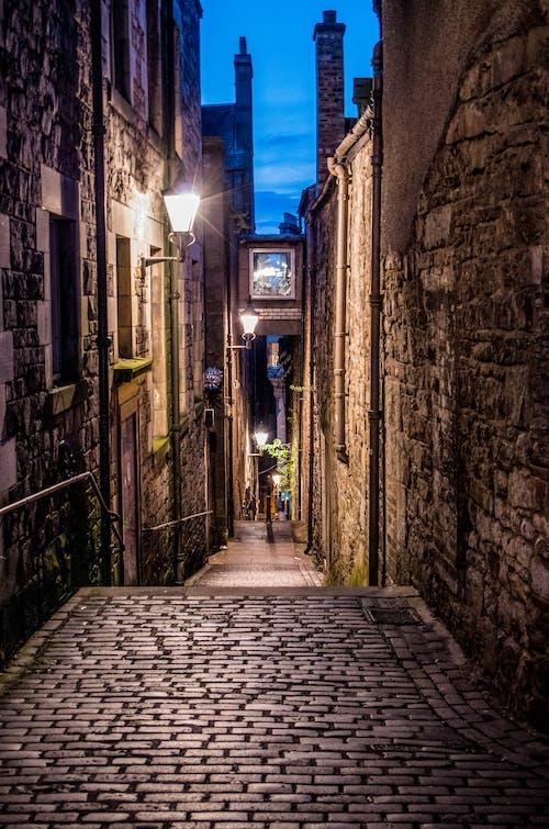 Fotobanka sbezplatnými fotkami na tému architektúra, budovy, chodník, dláždená ulica