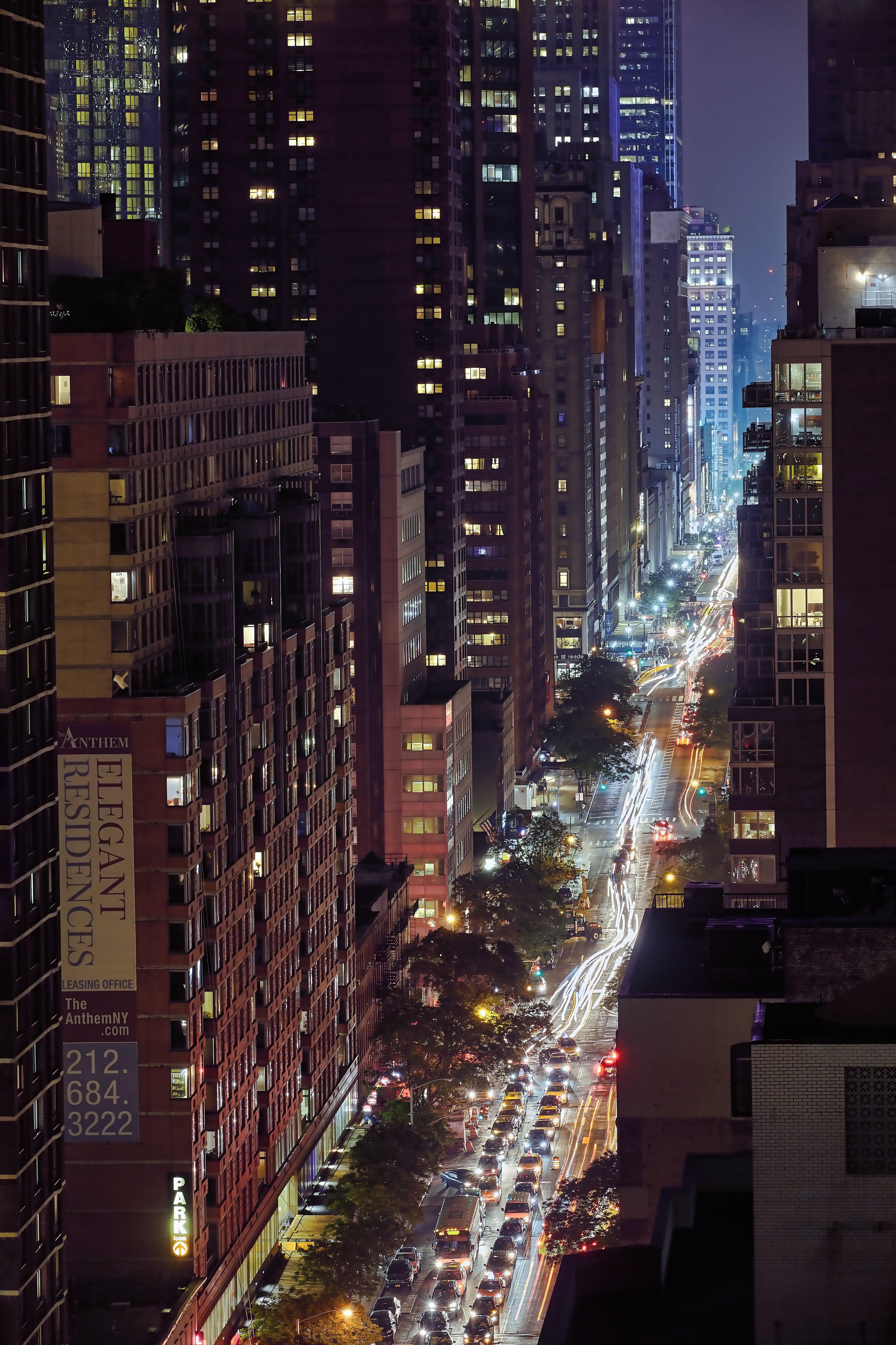 Kostenloses Stock Foto zu abend, architektur, beleuchtet, büros