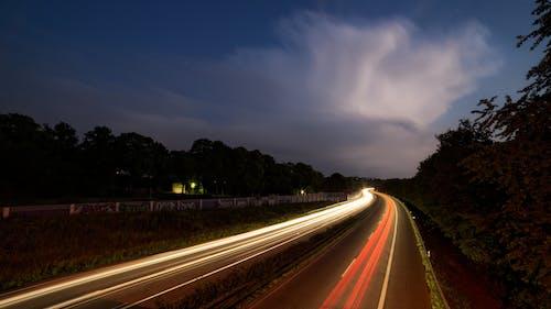 Kostenloses Stock Foto zu abend, asphalt, autobahn, autos