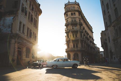 Бесплатное стоковое фото с автомобили, архитектура, вспышка, город