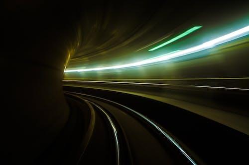 Foto d'estoc gratuïta de deixants de llum, desenfocament de moviment, estació de tren, filmació a intervals