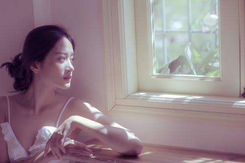 Gratis lagerfoto af alene, asiatisk kvinde, blik