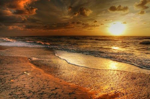 Бесплатное стоковое фото с берег, вода, волны, закат