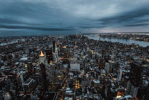 Kostenloses Stock Foto zu architektur, drohne erschossen, dunkel, gebäude
