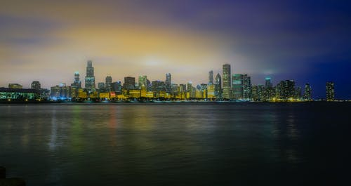 Foto profissional grátis de água, arquitetura, arranha-céus, baía