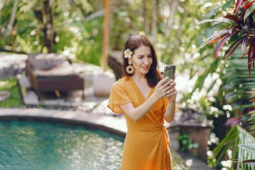 Δωρεάν στοκ φωτογραφιών με gadget, lifestyle, smartphone, social media
