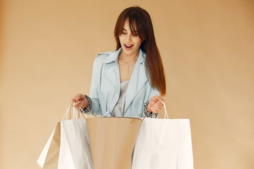 Amazed young woman with shopping bags
